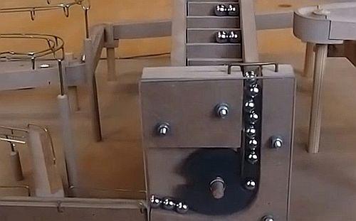 Murmelbahn mit Aufzug - Clip
